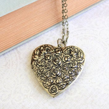 Large Heart Locket Necklace Antique Gold Brass Black Patina Roses Floral Locket Pendant Vintage Style Romantic Picture Locket Long Chain