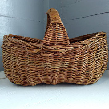 Wicker Basket, Gathering Basket, Display Basket, Handle, Oval basket, Ornate Basket, Vintage, Farmhouse Kitchen Decor, RhymeswithDaughter