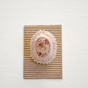 Little Floral Brooch / Shabby Chic Brooch