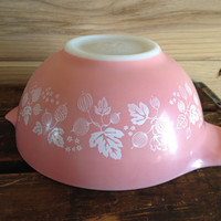 Pyrex Pink and White Gooseberry Cinderella bowl # 442 1 1/2 Qt Acorn, Onion Berries