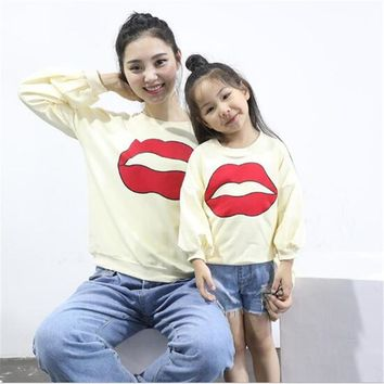 2017 New Autumn Family Matching Outfits Mother And children Lips pattern Fashion Sweater Lovely Long Sleeves T-Shirt Family Look