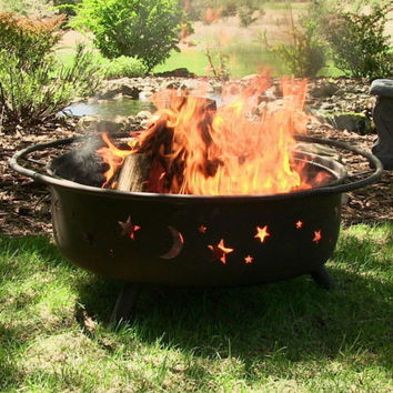 Large Fire Pit With Spark Screen & Poker Included