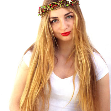 Christmas red crown, Gold stars,red berries headpiece, Holiday hair wreath,  Green rustic hair accessories,  Winter floral headband