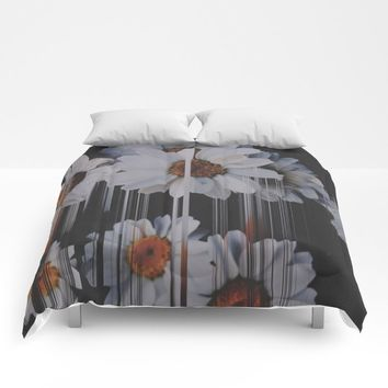 A little pretty, A little Messed up Comforters by duckyb