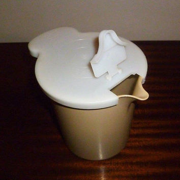 Vintage 1960s Tupperware 1 Litre Almond Coloured Pitcher and Flip Top Lid / 131-7 / Carafe / Retro Juice Jug
