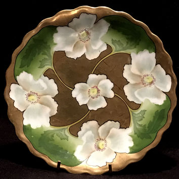 PT Bavaria Gold Scalloped Plate w/ Green Leaves & White Calla Lilies