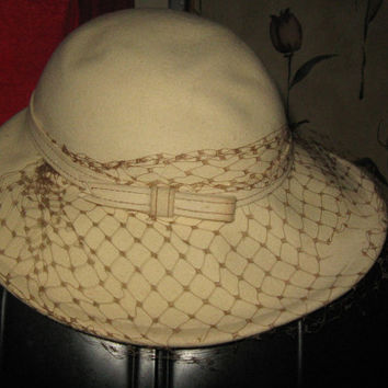 Vintage womens beige wool felt church hat with netting   by betmar