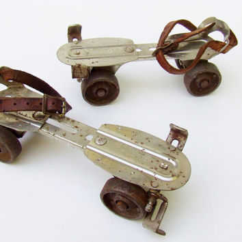 Antique Metal Skates - Chicago Metal Skates - Leather Strap On Skates - Buckle On Skates - 1930s Made in the USA - Childrens Toy