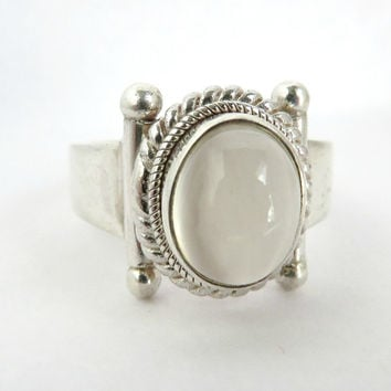 White Cat's Eye Ring, Sterling Silver Ring, Vintage Ring, White Ring, Gemstone ring, BALI ring, Size 6