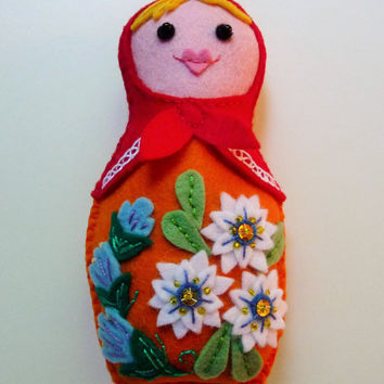 Felt Matryoshka Doll Ornament / Felt Russian Nesting Doll / Felt Babushka / Plush Doll / Felt Doll / Waldorf Toy / Felt Flowers / Matrioska