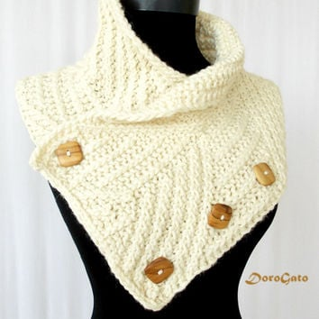 Knit scarf with wood buttons, Ivory knit scarf, Rib pattern scarf, winter chunky scarf, handmade knitted scarf