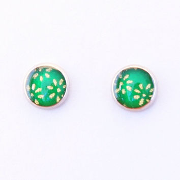 Japanese green stud earrings, gold flowers washi earrings, Chiyogami, floral, nature, spring, hypoallergenic surgical steel, resin jewelry
