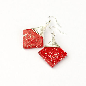 Diamond shaped red earrings. Wirewrapped drop earrings. Scarlet red and white minimalist boho jewelry. Square earring. Elegant and feminine.
