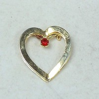 Vintage Open Heart Brooche Pin Goldtone with Red Stone 32mm