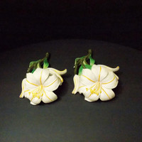 2 vintage Lily flowers  ceramic  Wall decor off white with golden yellow pistil and accents