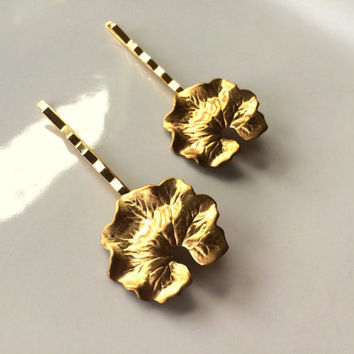 Gold Lily Pad Leaf Hair Pins Leaf Bobby Pin Hair Pin Woodland Hair Accessory Hair Clip Bridal Hair Wedding Hair Leaf Barrette