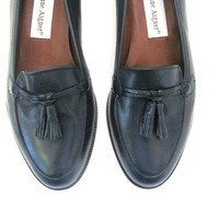 vintage leather shoes. navy blue loafers. slip on shoes. womens size 6