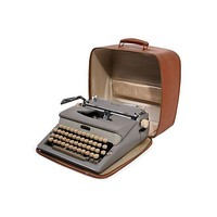 Pre-owned Portable Royal Typewriter