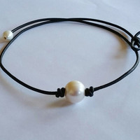 High Quality Pearl and Leather Necklace Choker + Free Christmas Gift Random Necklace = 2Pcs Necklace + Gift Box