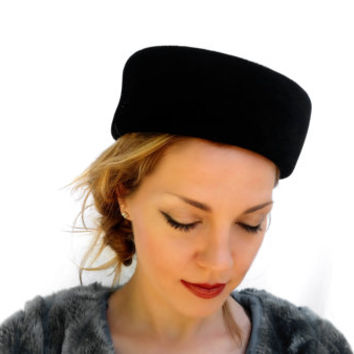 Vintage Ladies Hat, Black Velvet Evening Hat; Vintage Ladies Fashion