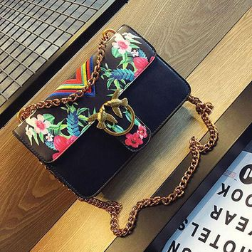 LJT 2017 Summer Fashion Ladies National Embroidery Women's Luxury Handbags Ladies Messenger Bags Chains Totes with Bird Lock