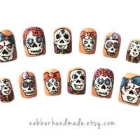 Sugar Skulls - Dia de los Muertos - Day of the Dead - Halloween - Set of 12 False Nails - Zebber Nails