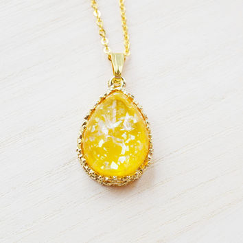 Amber Yellow cabochon necklace,old hollywood pendant,gold necklace,shining cabochon pendant,vintage style,resin cabochon pendant,bridesmaid