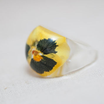 "Resin ring with yellow black flower ""Viola"". Epoxy resin jewelry. Cocktail ring. Ring size (US) 7,5"