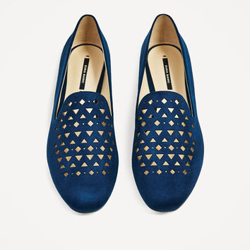 FLAT SHOES WITH CUTWORK DETAIL DETAILS
