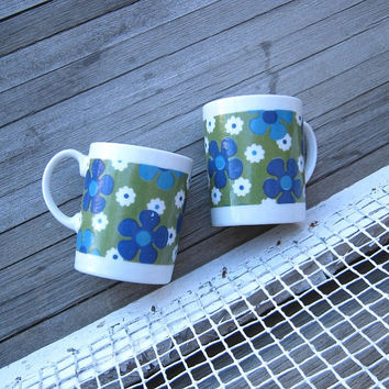 Pair of Mod Green & Blue Flower Mugs - Retro '60s Avocado Green/Blue Daisy Mugs - Psychedelic Coffee Cups - Mod Teacups - Pull My Daisy Mugs