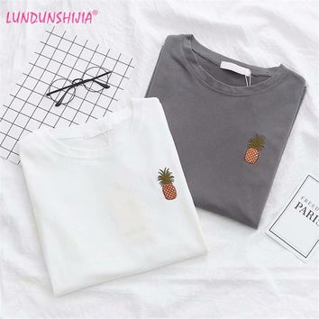 LUNDUNSHIJIA Harajuku Fruit Pineapple Embroidered Top 2018 Summer T-shirts For Women Tops Short-sleeved Cotton Female T-shirt