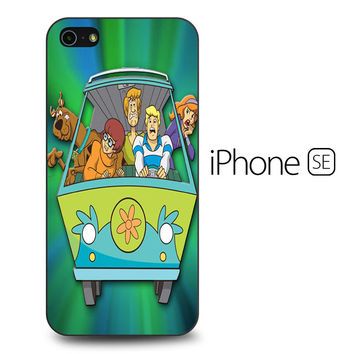 Scooby Doo on The Buss iPhone SE Case
