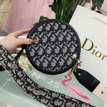 Dior 2019 new D word saddle bag round small bag fashion wild shoulder diagonal package