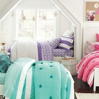 Beadboard Crinkle Puff Bedroom