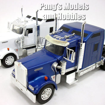 Kenworth W900 Semi Truck Die Cast Metal 1/32 Scale Model by NewRay