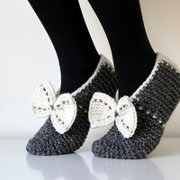 Beautiful hand knit wool slippers. Size - medium, large US W 9, EU 40 with bow, CH31 Ogles