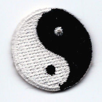 1 X 1 inch YIN YANG symbol black white Embroidered iron on / sew on patch ~ Yin and Yang