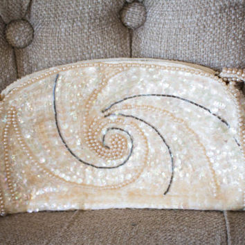 LA REGALE Vintage Sequin bridal Bag 60s cosmetic coin purse pearl beaded clutch vanity storage swirl ivory off white