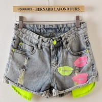 Fluorescent Lip Graphic Frayed Cuffed Legs Hot Shorts