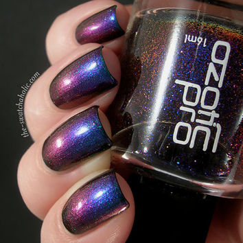 Multichrometastic layering of the day Fashion Polish Shimera over Ozotic Pro Elytra 529 over China Glaze Emerald Sparkle | The Swatchaholic . a blog about nail polish and makeup