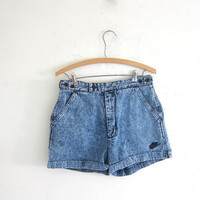 Vintage acid wash NIKE jean shorts. denim shorts. size 32