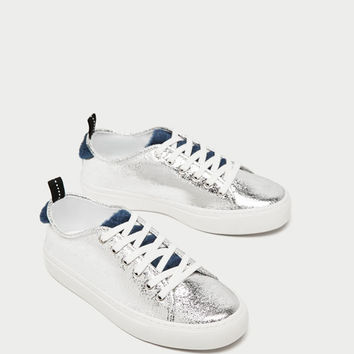 STAR PRINT SILVER SNEAKERS DETAILS