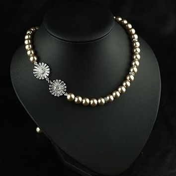 chunky faux pearl beads necklace