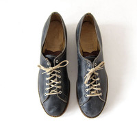 Vintage 60s bowling shoes. Leather oxfords. Lace up shoes. women's navy blue shoes.