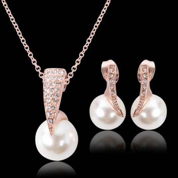 Chic Rhinestone Faux Pearl Necklace and A Pair of Earrings For Women