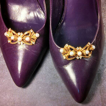 Pearl and rhinestone fancy Musi shoe clips, goldtone in excellent condition!