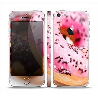 The Sprinkled Donuts Skin Set for the Apple iPhone 5