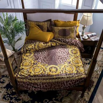 High-end luxury royal french italy design rococo print medusa brand king queen size horse red green coffee wedding bedding sets