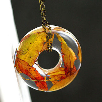 NEW: Real Autumn Leaves Donut Necklace. Real leaves in resin, bronze chain. Ecofriendly nature jewelry for her.