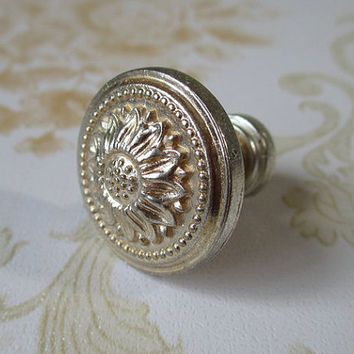 Shabby Chic Dresser Drawer Knobs Pulls Handles Antique Silver Sun Flower / Cabinet Handle Pull Knob / French Country Home Decor 106